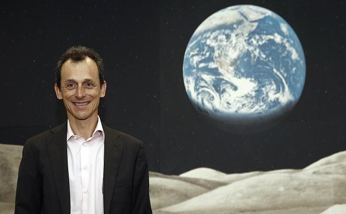 De la Luna a la Tierra: Ministro Duque